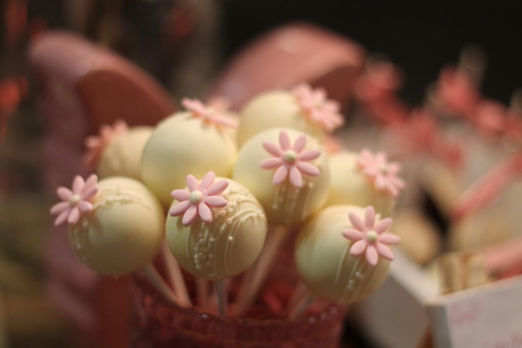Cakepops mit rosa Verzierung