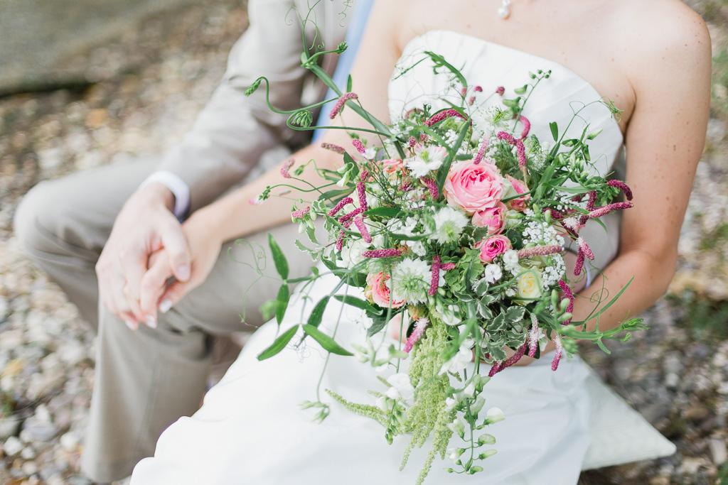 brautstrau aus wildblumen hochzeitsblog two wedding sisters. Black Bedroom Furniture Sets. Home Design Ideas
